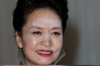 Gafa majora comisa de prima doamna a Chinei. Stilistii din toata lumea au criticat-o pentru cum a aparut la dineul din Londra