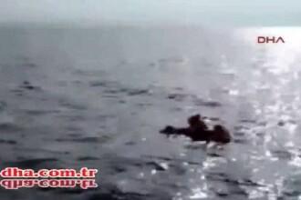 Un pescar a salvat un copil cazut dintr-o barca plina cu imigranti. Momentul in care baietelul este readus la viata. VIDEO