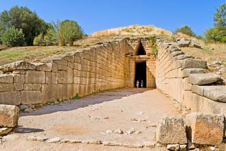 Cea mai importanta descoperire facuta in Grecia, in ultimii 65 de ani. Ce au gasit arheologii intr-un mormant vechi