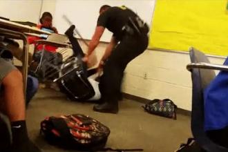 Caz socant in SUA. O eleva este lovita si tarata pe jos de un politist, in fata colegilor, pentru ca refuza sa iasa din clasa