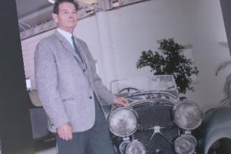 ''Istoria intortocheata a jaguarului albastru'', cartea care ne spune povestea uneia dintre masinile iubite de Regele Mihai