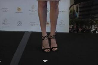 Charlize Theron a facut furori in prima ei vizita la Hong Kong. Cum a aparut imbracata actrita de 40 de ani
