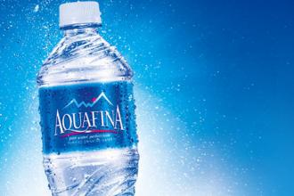 Pepsi a ajuns in mijlocul unui scandal imens. Cea mai vanduta apa imuteliata din SUA este de fapt apa de la robinet