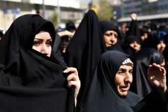 Doi iranieni, condamnati la 99 de lovituri de bici pentru ca au dat mana cu o femeie