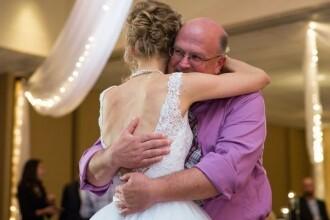 Cel mai emotionant dans de nunta din toate timpurile. Cine este barbatul cu care a dansat aceasta mireasa
