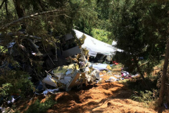 Patru morti si sapte raniti dupa ce un avion de mici dimensiuni s-a prabusit in Columbia, dupa 18 kilometri de zbor. FOTO
