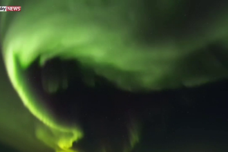 Autoritatile din Islanda au intrerupt iluminatul stradal pentru ca locuitorii sa admire spectaculoasa aurora boreala