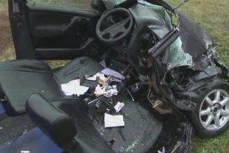 Grav accident in judetul Sibiu. Patru persoane au ramas incarcerate, una a murit, dupa ce un sofer s-a speriat de un TIR