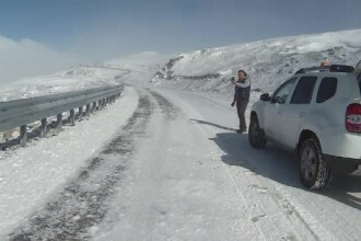 Soselele din Romania unde se circula deja in conditii de iarna. Zonele in care va ninge vineri. VIDEO