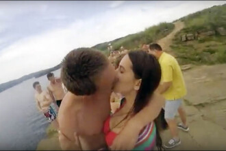 S-au filmat cu un GoPro cand se sarutau, dar apoi au pierdut camera video. Cum a fost recuperata dupa un an de zile
