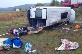 Accident grav in Comarna, in care a fost implicat un microbuz. O persoana a murit, iar alte 6 au ajuns la spital
