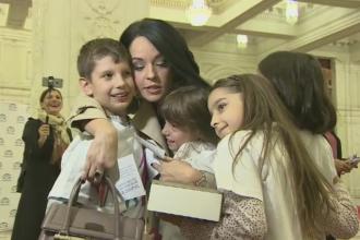 Copiii au venit la Parlament pentru a cere ca 1 Iunie sa fie zi libera nationala. Votul, amanat din lipsa de cvorum
