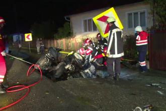 Un sofer de 25 de ani a ars de viu dupa ce a intrat cu masina sa a intrat intr-un cap de pod. Martor: