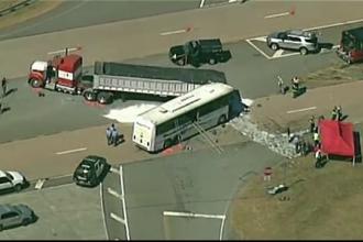 43 de persoane au fost ranite si una a murit in SUA, dupa ce un autobuz a intrat intr-un TIR