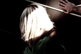 Minora din Zarnesti sechestrata si violata o noapte intreaga. Localnicii au avut un soc cand au aflat cine sunt agresorii