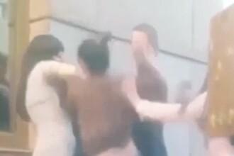 Momentul in care doi indragostiti sunt luati la bataie in plina strada de trei femei. Ce a provocat incidentul. VIDEO