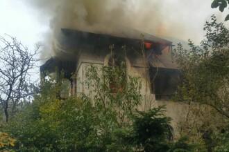 Incendiu in zona Salii Polivalente din Capitala. 5 autospeciale lupta cu flacarile