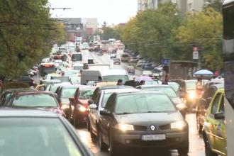 Trafic infernal in Bucurestiul fara parcari si cu peste un milion de masini. In cativa ani nu se va mai putea circula