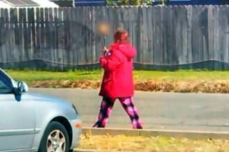 O femeie s-a plimbat pe strada cu un craniu uman infipt intr-un bat. Descoperirea facuta de politisti dupa ce au abordat-o