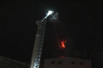 Pagube uriase, dupa ce un depozit cu cereale a luat foc in Turda. Pompierii s-au luptat cu greu sa stinga flacarile