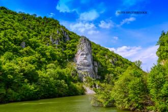 Turism fara viziune, la Clisura Dunarii. Una dintre cele mai mari statui din lume se degradeaza, ignorata de romani