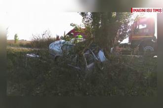 Accident mortal pentru un sofer din Timis. Barbatul de 45 de ani a intrat cu masina intr-un copac