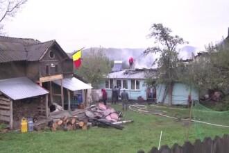 Patru persoane au fost la un pas de moarte, dupa ce casa le-a luat foc. De la ce ar fi pornit incendiul