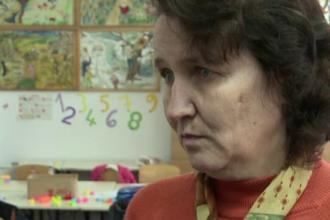 Educatoarea din Vrancea care a batut mai multi copii, suspendata provizoriu. Au aparut si parinti care o sustin puternic
