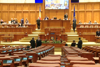 Parlamentarii, obligați să vină la muncă și în vacanță, pentru legile justiției