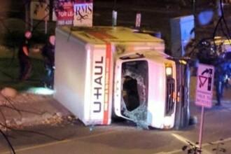 Atacuri teroriste în Canada. Poliţist înjunghiat, patru pietoni au fost loviţi de o dubă