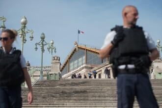 Atac terorist în Franța. Două persoane înjunghiate mortal în Marseille, agresorul a fost împușcat