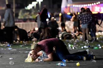 Povestea din spatele imaginii-simbol a atacului din Las Vegas. Ce s-a întâmplat cu cei doi tineri