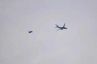 Avion al companiei Ryanair, escortat de avioane de luptă pe aeroportul Luton