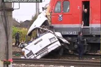 Cel puțin 19 morți după ce un tren și un autobuz s-au lovit în centrul Rusiei