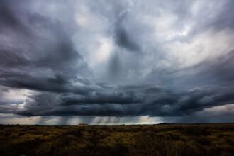 ANM a emis cod galben de ploi torențiale, vijelii și descărcări electrice până marți