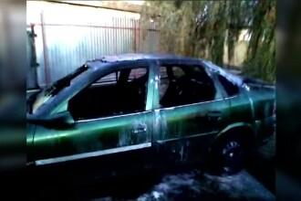 Mecanic, transportat de urgență la spital, după ce mașina pe care o repara a luat foc