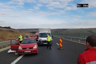 Accident pe autostrada Sibiu-Orăștie. Un șofer a făcut infarct la volan