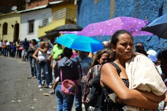 """""""Îmi vând virginitatea pentru a fugi din Venezuela"""". Dramele oamenilor aflați în sărăcie extremă"""