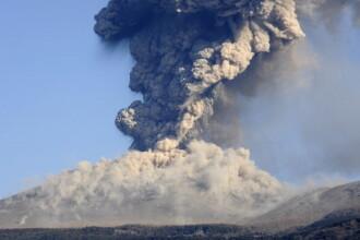 Vulcanul Shinmoedake continuă să erupă, după 6 ani de inactivitate