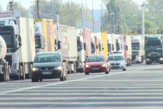 Calvarul pentru şoferii de TIR care vor să iasă din ţară către Ungaria a reinceput