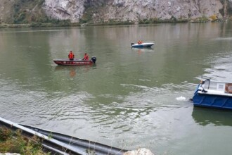 A fost găsit trupul fetiţei de 3 ani care se afla în maşina căzută în Dunăre