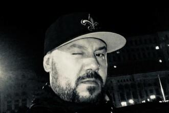 Călin Ionescu, cunoscut sub numele de scenă Rimaru în trupa RACLA, este acuzat de hărțuire sexuală de mai multe femei
