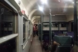 Aventura unor pasageri rămași ore întregi în câmp, într-un tren CFR. Ce le-a spus Poliția
