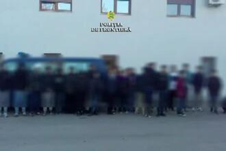28 de migranți, printre care și un copil de un an, prinși în timp ce încercau să intre ilegal în România
