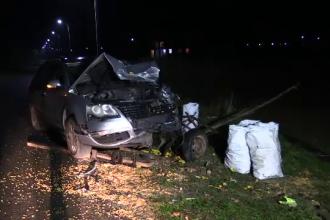 O căruță a fost spulberată de o mașină. Șoferul a fugit de la locul accidentului