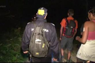 Intervenție dificilă pentru salvamontiști. O familie s-a rătăcit pe un traseu montan