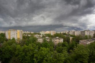 Cod portocaliu de furtună pentru judeţele Mehedinţi, Vâlcea şi Gorj, duminică după amiază