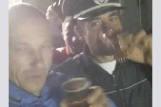 VIDEO. Sesiune foto cu cascheta unui polițist, într-un bar din Olt. A fost deschisă o anchetă