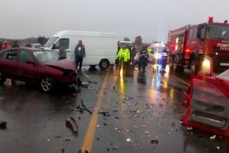 Accident rutier pe DN 7: două maşini s-au ciocnit frontal. Una dintre victime a rămas încarcerată