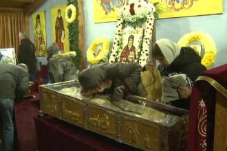 Sfântul Dimitrie cel Nou. Mii de credincioşi au stat în frig ca să se închine la moaşte